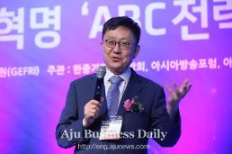 Expert urges S. Korea to seek paradigm change for industrial revolution