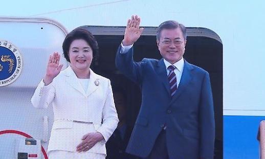 Thành viên phái đoàn Hàn Quốc cùng Tổng thống Moon Jae-in đến Bắc Triều Tiên