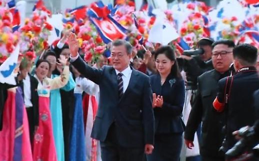 Phút giây gặp gỡ của Tổng thống Moon Jae-in và Chủ tịch Kim Jong-un tại Bình Nhưỡng
