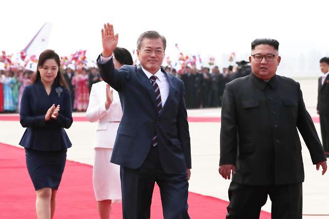 韩朝领导人共同检阅仪仗队