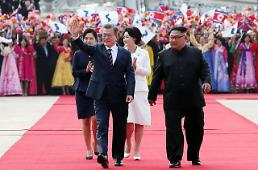 .[SUMMIT] Moon and Kim hold first round of talks.