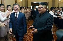 .[SUMMIT] Moon and Kim praise each other at talks in Pyongyang.