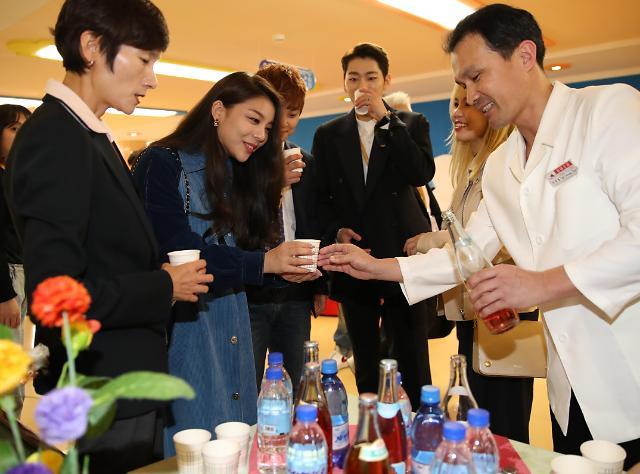 韩方特别随行团品尝朝鲜饮料