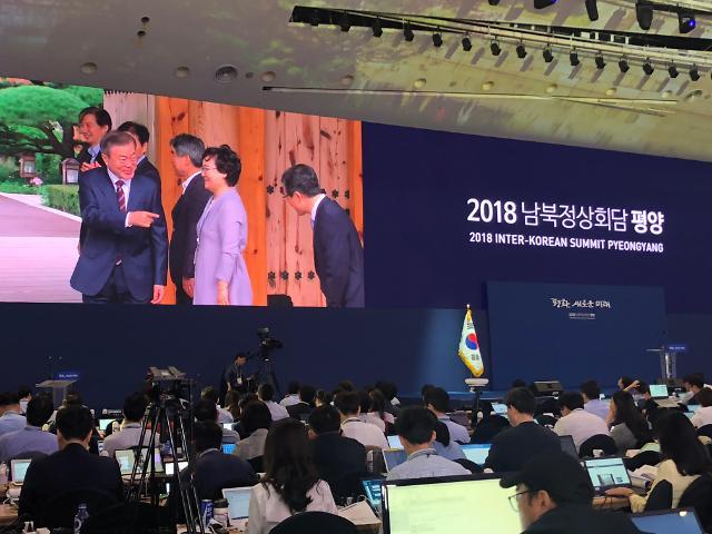 [AJU VIDEO] 360度围观韩朝首脑会谈新闻中心
