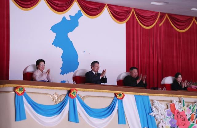 文在寅、金正恩同看朝鲜管弦乐团演出