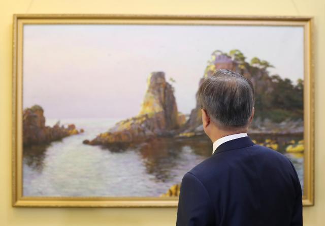 文在寅夫妇参观朝鲜万寿台创作社
