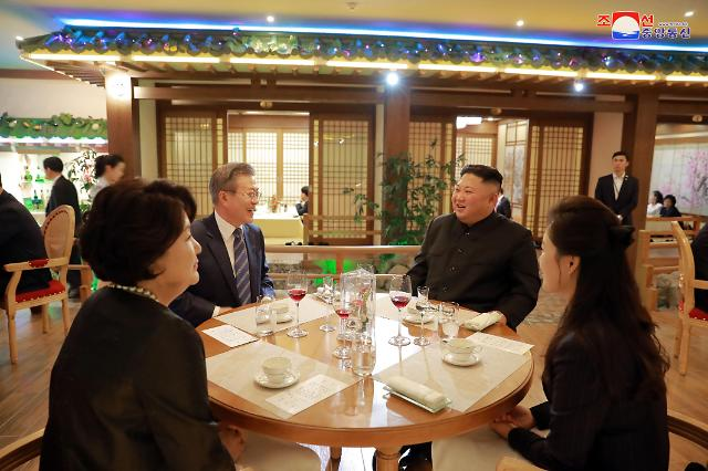 文在寅金正恩在大同江海鲜餐厅共进晚餐