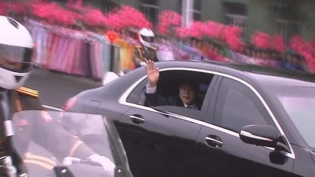 [영상/평양 남북정상회담] 평양 시민에게 손 흔들며 백두산으로 떠나는 문 대통령