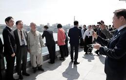 .见李龙男、参观育苗场 韩朝财界人士共建半岛未来经济版图.