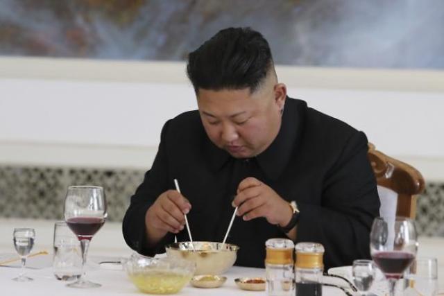 金正恩爆金句:一直被拍,我都没办法吃饭了