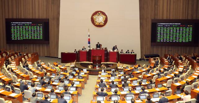 인터넷은행 특례법, 찬반토론 6명 '진통' 끝 마침내 국회 통과