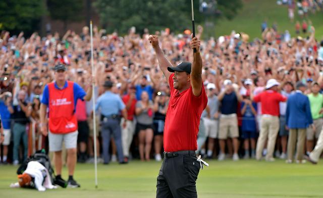 '붉은 셔츠'의 마법 풀렸다…'골프 황제' 우즈의 화려한 귀한