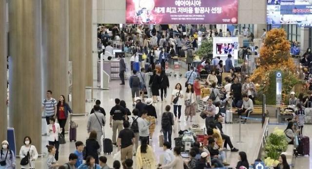 韩国中秋长假最后一天 机场人潮汹涌