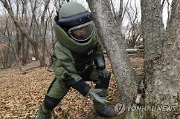 .Two Koreas start removing mines in two border areas.