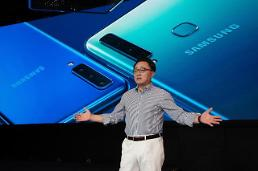 .S. Korean tech fans skeptical about Samsungs new quad-camera phone.
