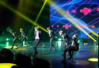 .Boy band BTS wins early renewal of contract with management agency .
