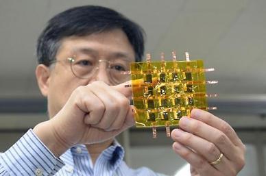 .Researchers develop highly sensitive flexible sensor for prosthetics.