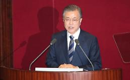 President Moon changes economic control tower, no policy change
