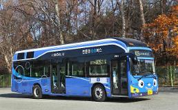 .Hydrogen fuel cell city bus makes debut in Seoul for test operation.