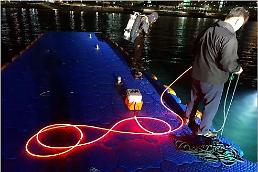 .[PHOTO NEWS] Glowing LED lifeline for underwater operations.