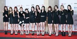 .Project girl band IZ*ONE to officially debut in Japan next year.
