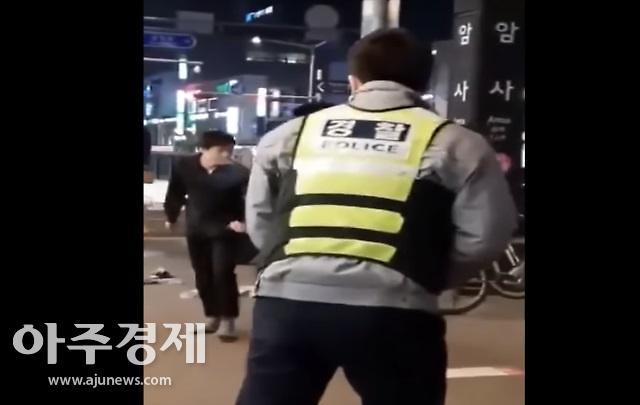 암사역 흉기 난동…경찰, 칼부림하던 10대 남성 체포