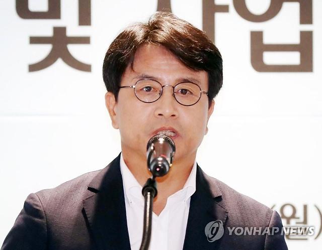 """이재현 인천 서구청장 성희롱 논란…""""고생한 직원 볼에 고마움 표현했을 뿐"""""""