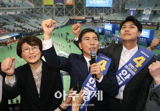 """""""남편 먼저 유혹 김지은, 미투 아닌 불륜"""" 안희정 부인 민주원은 누구…고려대CC·정치동지"""