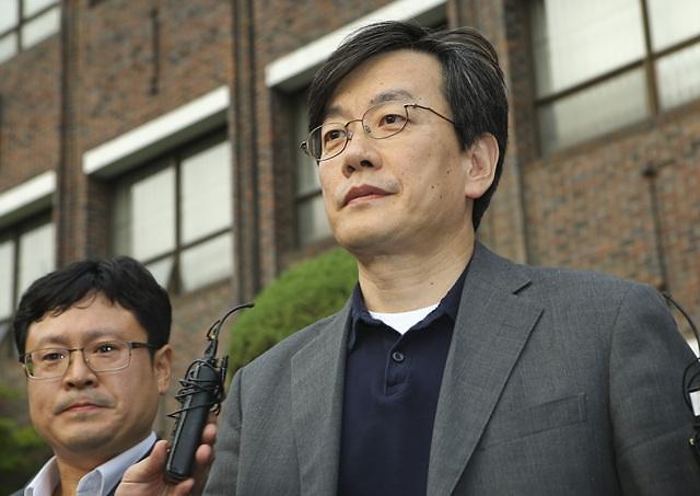 폭행·배임 의혹 손석희 경찰조사 16시간째…자정 넘기나