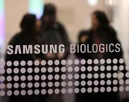 .Prosecutors raid stock operators office in probe into Samsungs biosimilar arm.