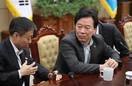 .S.Koreas presidential office vows to keep denuclearization talks on track .