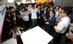 .SK Telecom demonstrates 5G-based smart office environment.