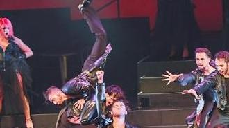 세계적 무용수들이 보여준 춤의 힘...댄스 뮤지컬 번 더 플로어