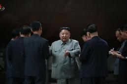 N. Korean leader issues stern warning to S. Korean president while watching missile launch