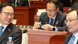 민주, 한국당 공세에 '관심종자·극우정당' 맞대응…'위기를 기회로'
