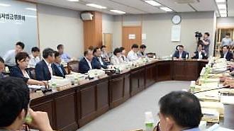 류장수 위원장까지...최저임금 공익위원 8명 사의 표명