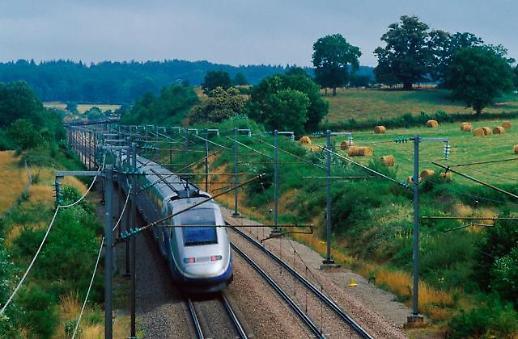 [NNA] 말레이시아 마하티르 총리, 고속철도 필요성 못 느껴