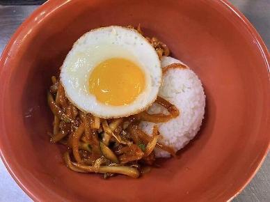 [푸드테크 스캔 백년맛집] ㉘수봉반점… 짬뽕의 국물 없는 버전 '중화 비빔밥'