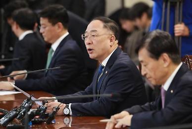 [코로나19] 홍남기 소비 위축 지나쳐...정상적인 경제 활동 재차 요청