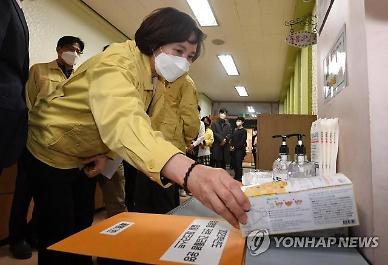 [코로나19] 초중고교 비축 마스크 580만개 국민에 우선 공급