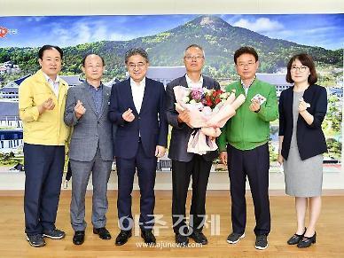 이철우 경북도지사, 경상북도독립운동기념관장에게 감사패 전달