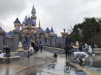 [포토] 미키 마우스도 거리두기? 美디즈니랜드 개장 연기