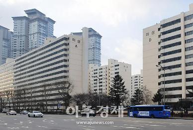 [르포] 기약 없던 여의도 재건축, 빛 보나…서울시 한마디에 2000만원 쑥