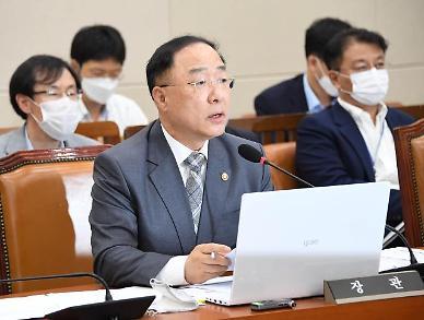 홍남기 용적률·층고제한 완화 검토… 전월세 3법 같이 통과돼야