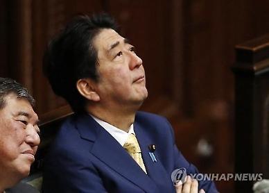 돌아온 아베 총리…건강 이상설 진화되나