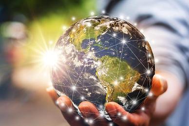 '재활용이 미래다' 화학업계, 친환경 소재 개발에 올인