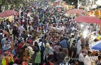 [글로벌포토]코로나19 한창인데...붐비는 인도 시장