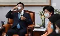 尹 출석 놓고 법사위 이틀째 파행…윤호중 '찌라시' 논란