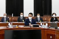 """국정원 """"北김정은, 코로나 비합리적 대응…환전상 처형"""""""