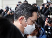 """이재용 실형 선고에 """"국민 46% 과하다...가볍다 24.9%"""""""